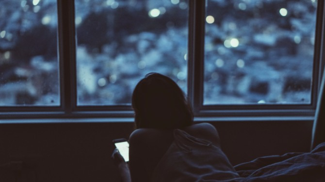 bbbbb Zašto treba da spavaš više od pet sati i kakve veze sa tim ima mobilni telefon?