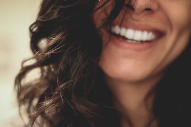 lesly juarez 220845 unsplash Osmeh – jezik koji svi razumeju