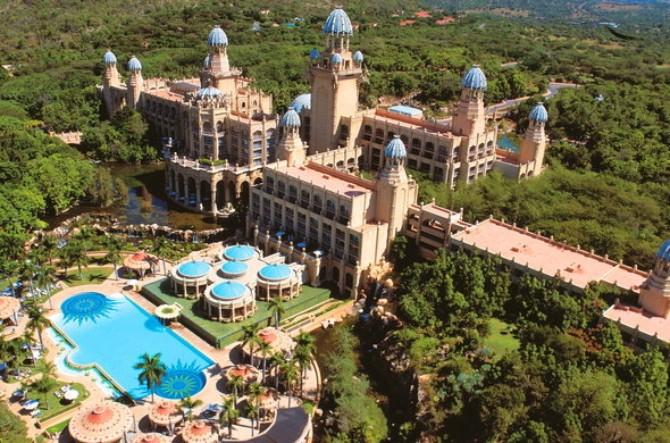 palace of the lost city aerial view 590x390 Predlog za putovanje – čari južnoafričkog leta usred evropske zime