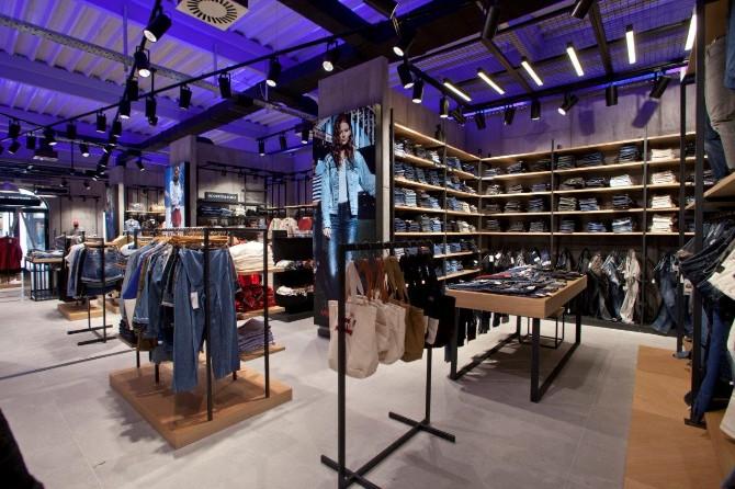 1 14 1 Otvoren prvi Fashion&Friends outlet store u Inđiji