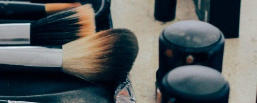 Striptiz za pismene: Šminkanje iz kamenog doba