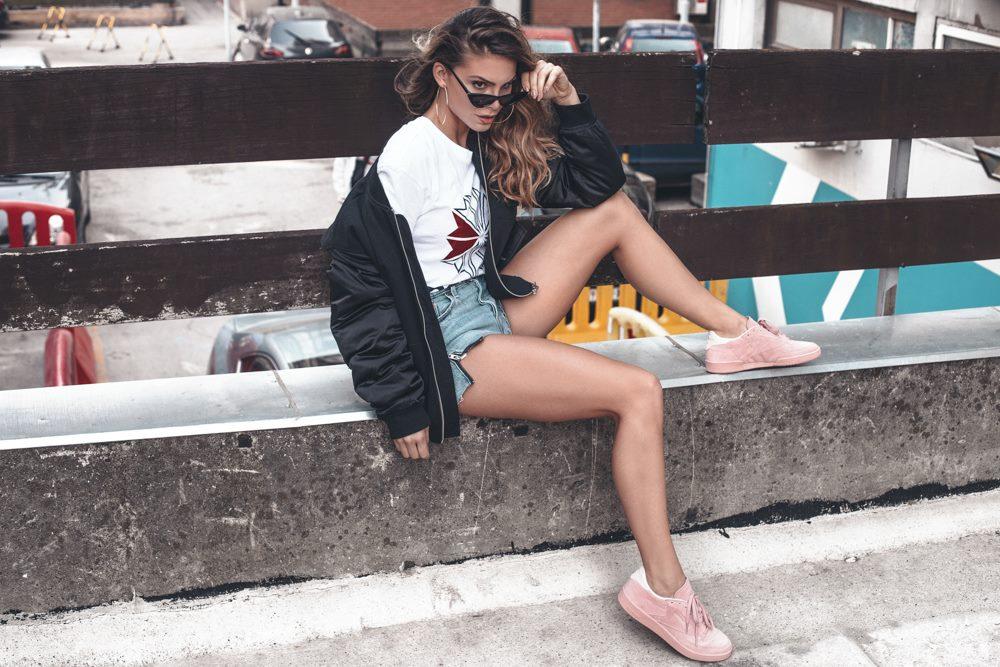 9 Tri sporty chic načina da nosiš patike ovog proleća kao Nina Seničar