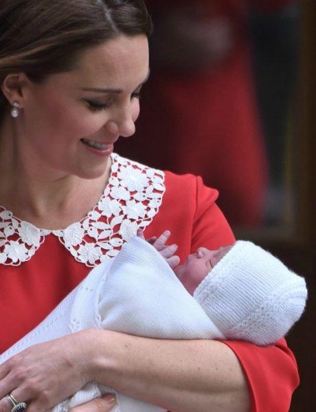 Kraljevski déjà vu: Crvena haljina sa kolar kragnom