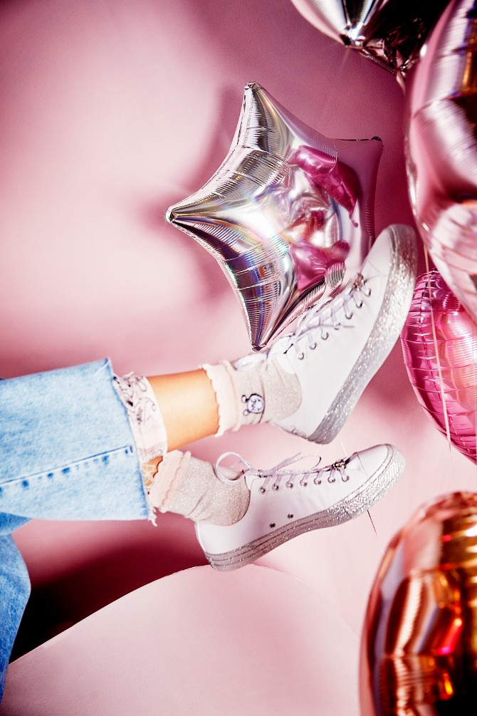 FANS STARBURST GROUP 2201 Nova saradnja : Converse i Miley Cyrus