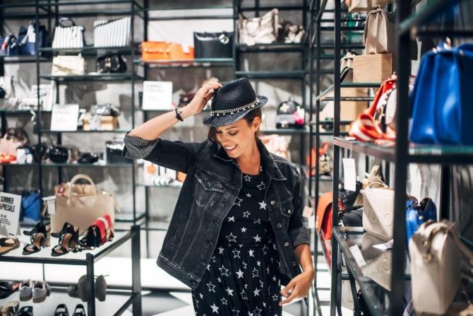 Simpatična zadarska pevačica Natali Dizdar posetila je novootvoreni FashionFriends store u Zadru i uživala u letnjem šopingu 1 Simpatična zadarska pevačica Natali Dizdar posetila je novootvoreni Fashion&Friends store u Zadru i uživala u letnjem šopingu