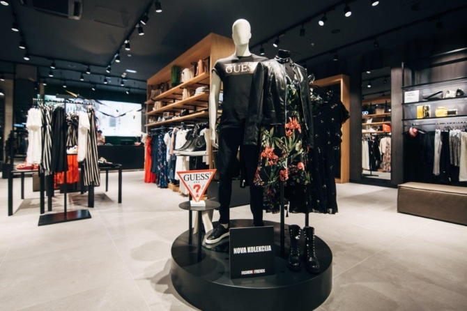 Simpatična zadarska pevačica Natali Dizdar posetila je novootvoreni FashionFriends store u Zadru i uživala u letnjem šopingu 5 Simpatična zadarska pevačica Natali Dizdar posetila je novootvoreni Fashion&Friends store u Zadru i uživala u letnjem šopingu