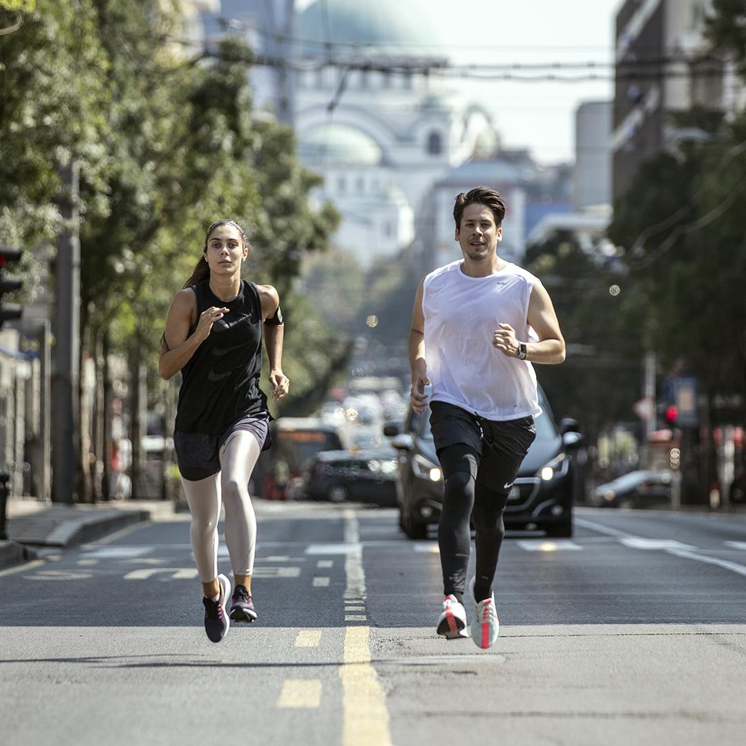 Nikola Rokvic i Milica Mandic Poslednje pripreme pred najveću Nike trku do sada: Nikola Rokvić i Milica Mandić pretrčali grad
