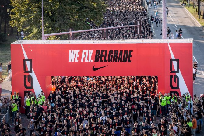 WeFlyBGD 2018 START e1536576393949 Brojne poznate ličnosti bodrile 15 hiljada trkača