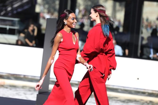 LOREAL Winnie Harow Crédit Getty Images LE DÉFILÉ LORÉAL PARIS: Prva modna revija na reci Seni, otvorena za sve!
