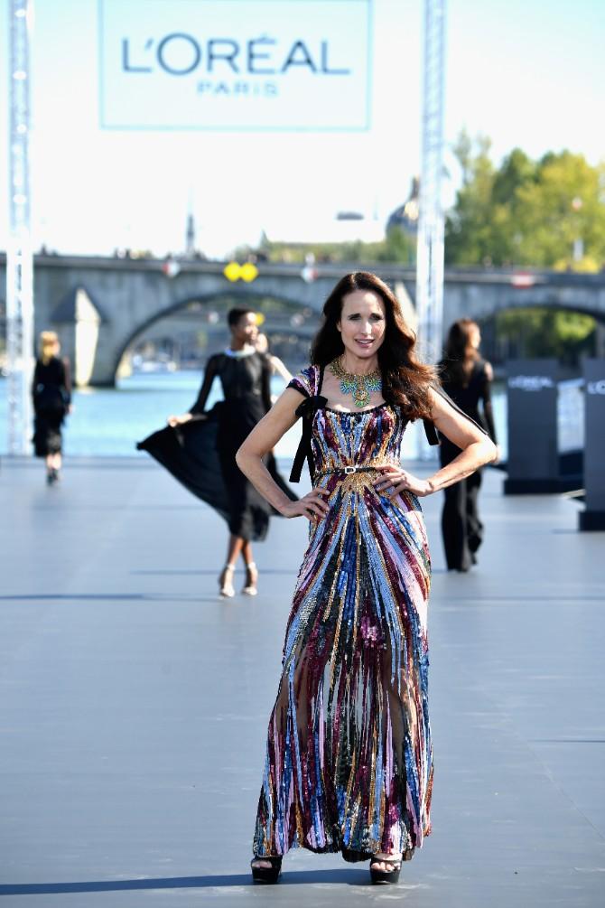 LOREAL Classic LeSegretain Andie McDowell Crédit Getty Images LE DÉFILÉ LORÉAL PARIS: Prva modna revija na reci Seni, otvorena za sve!