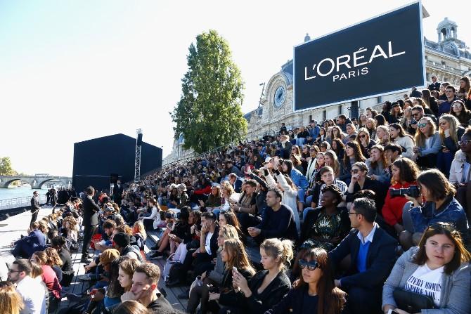 LOREAL FrontRowQuai Hekimian Crédit Getty Images LE DÉFILÉ LORÉAL PARIS: Prva modna revija na reci Seni, otvorena za sve!
