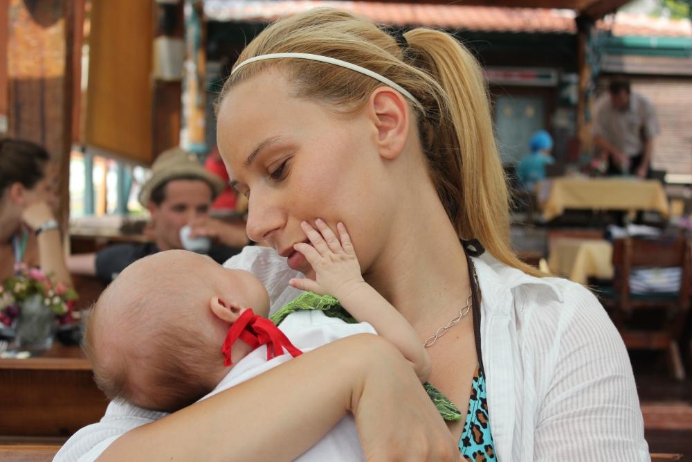 Marija i deca 2 1 Evo šta možeš da očekuješ prvih dana nakon porođaja!