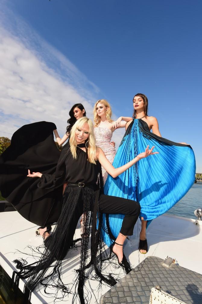 Soo Joo Luma Grothe Elle Fanning Getty Crédit Getty Images LE DÉFILÉ LORÉAL PARIS: Prva modna revija na reci Seni, otvorena za sve!