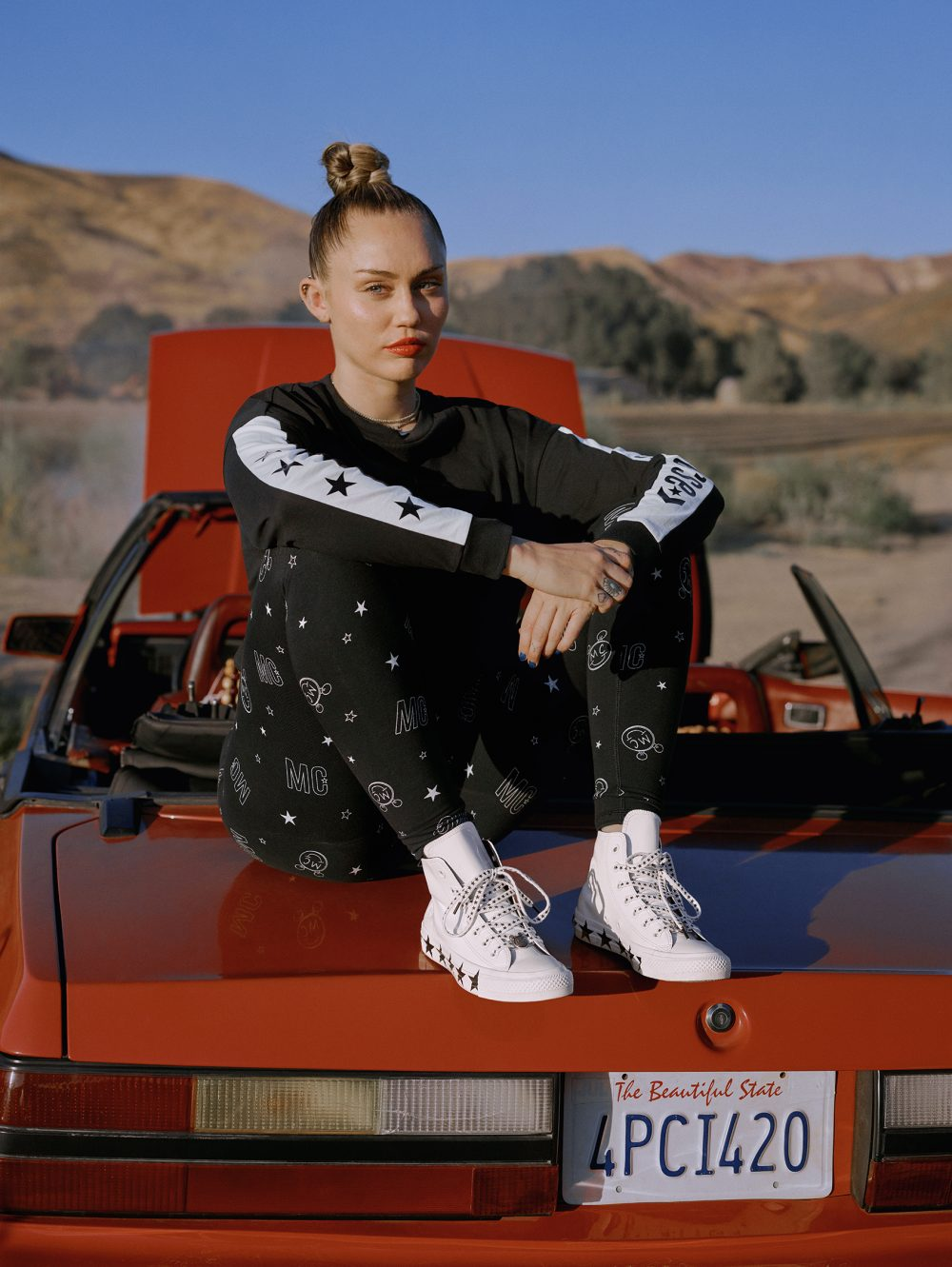 HO18 MILEY CAR LOOK3B 563719C 0049 RGB e1543487422889 #musthave: CONVERSE X MILEY CYRUS