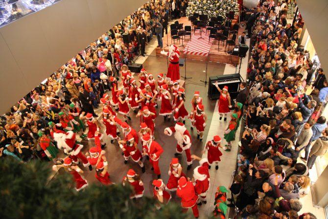 Karneval Deda Mrazova e1543315917320 Čaroliju u Ušću otkrivaju hor Kolibri, orkestar Beogradska sinfonieta uz karneval 60 Deda Mrazova