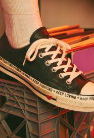 """Converse u novoj kampanji poziva žene da redefinišu reč """"žena"""""""