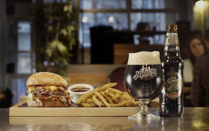 Burger i Niksicko Tamno Legenda o nastanku Dark Brewed burgera
