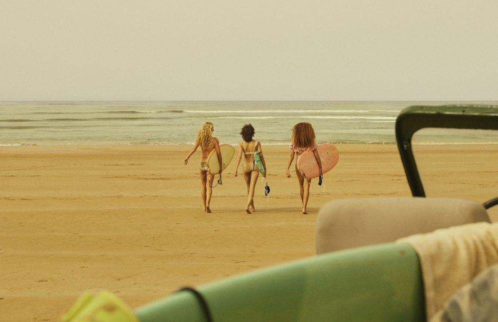 1389 Spread 5 ForPress Highres e1559124942624 H&M ponovo sarađuje sa brendom LOVE STORIES: Ekskluzivna linija kupaćih kostima od 13. juna