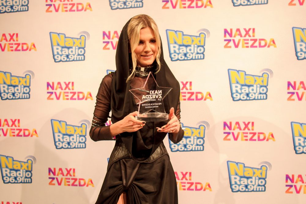 Nevena Bozovic sa Naxi Zvezdom e1559736911695 DODELJENE NAXI ZVEZDE: Svečana ceremonija u Pozorištu na Terazijama okupila ceo region