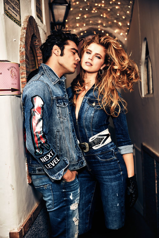 guess jeans fw19 g07 rgb e1565599437446 Mediteranski vajb nove GUESS kampanje: Vrela jesen popularnog američkog brenda