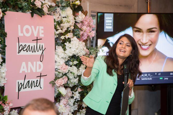 1 Nina Popović menadžer istraživanja i razvoja u kompaniji Unilever Srbija e1569413836330 Love Beauty and Planet – brend sa zadatkom: Mala dela ljubavi pokreću na pozitivne promene