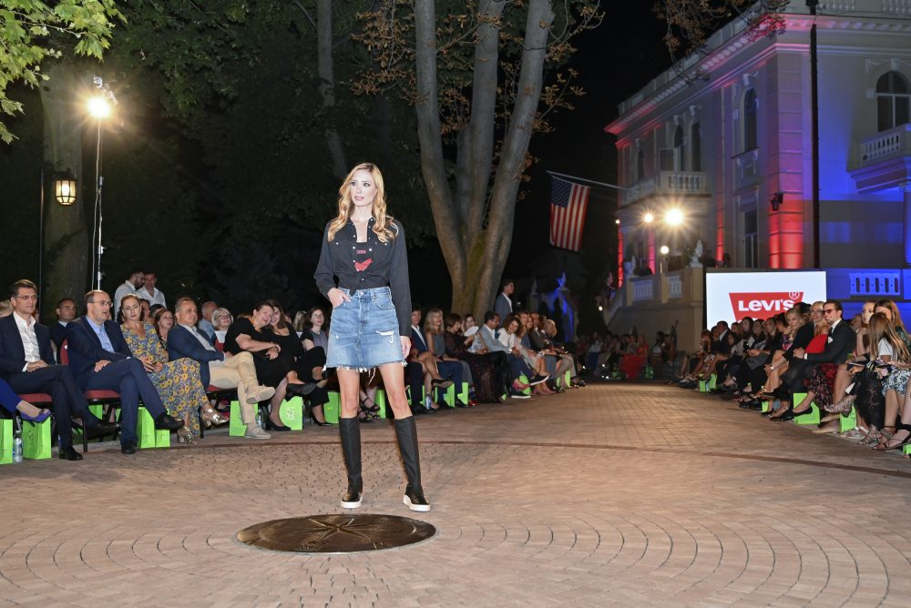 Levis e1568637799889 Fashion Company prikazao nove kolekcije na Večeri američke mode u Srbiji