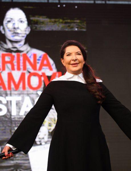 Marina Abramović sa publikom održala performans na  otvorenom