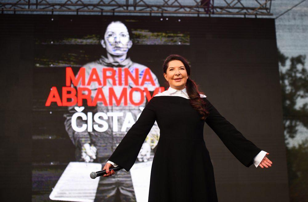 Marina Abramovic na javnom predavanju e1569827979413 Marina Abramović sa publikom održala performans na  otvorenom