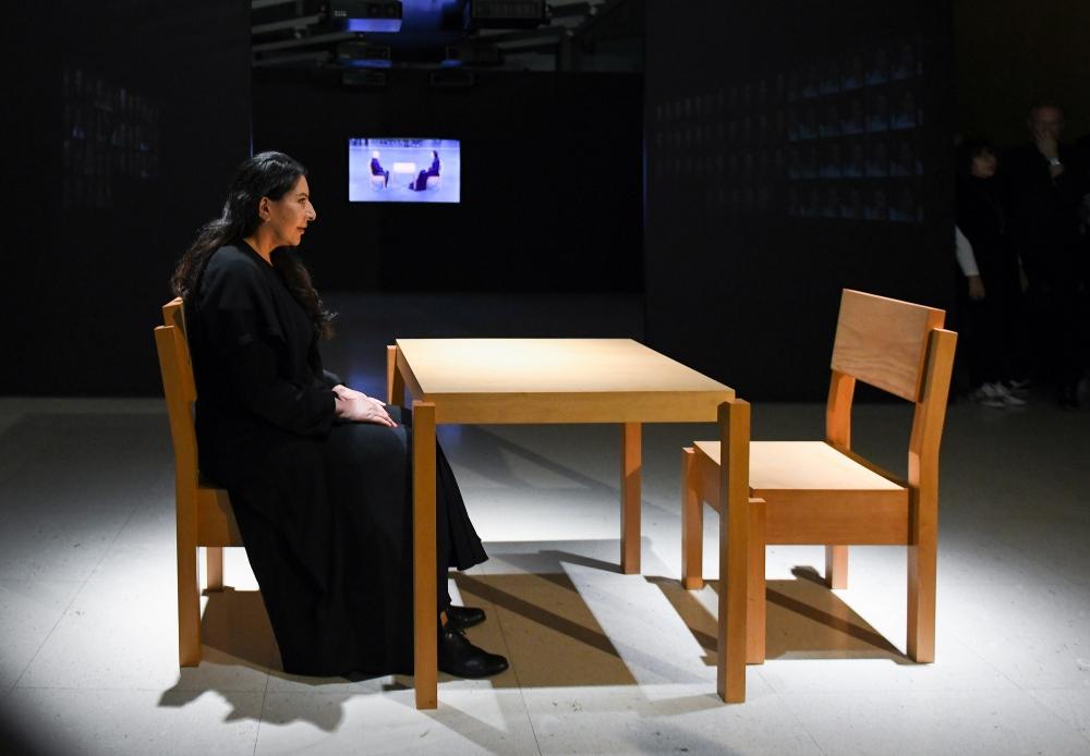 Marina Abramovic The Artist is Present 1 Čistač kao metafora za oslobađanje prošlosti, svesti, spiritualnog i fizičkog