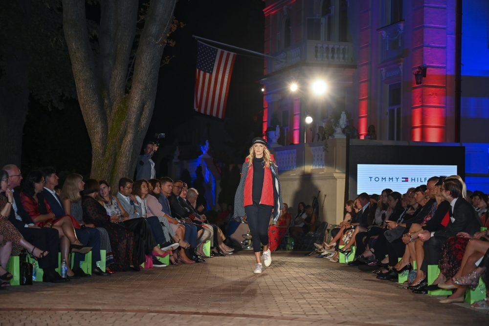 Tommy Hilfiger kolekcija za jesen zimu e1568637609908 Fashion Company prikazao nove kolekcije na Večeri američke mode u Srbiji