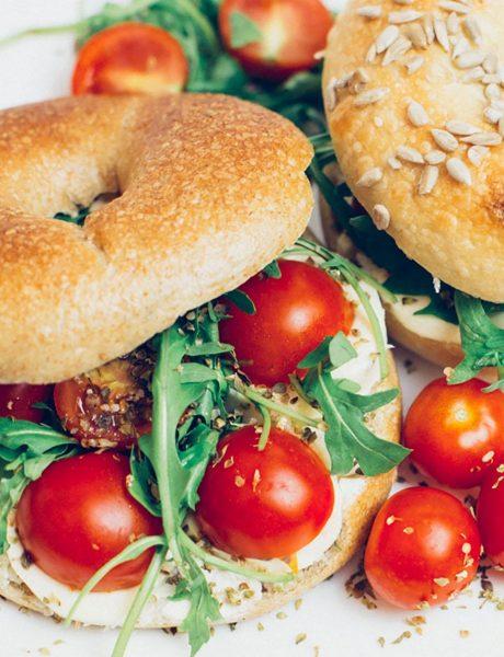 Šta jedemo danas: Mediteranski integralni caprese bejgl sendvič i egzotični detox čaj!