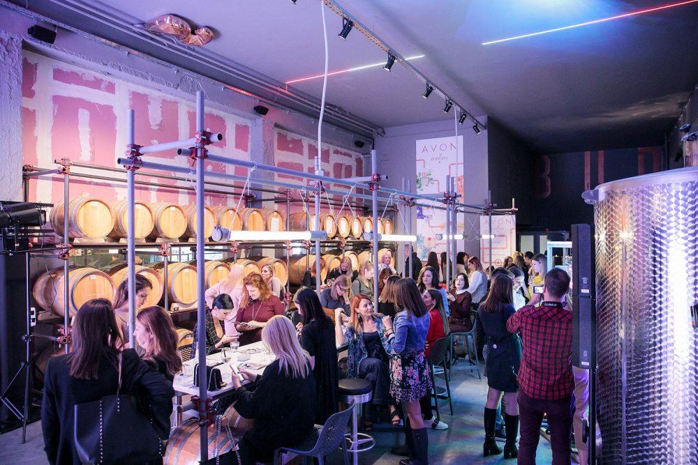 Lansiranje Avon Distillery kolekcije e1570193515931 Avon predstavio Distillery – svoju prvu vegan skin care kolekciju