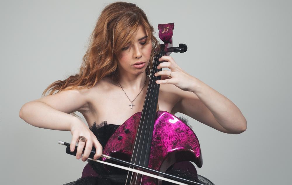 jela wannabe print 8 Jela Cello: Potraga za magičnim violončelom