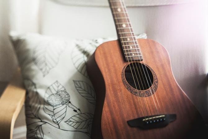 polomljena gitara Klimakterični dnevnik: Polomljena gitara