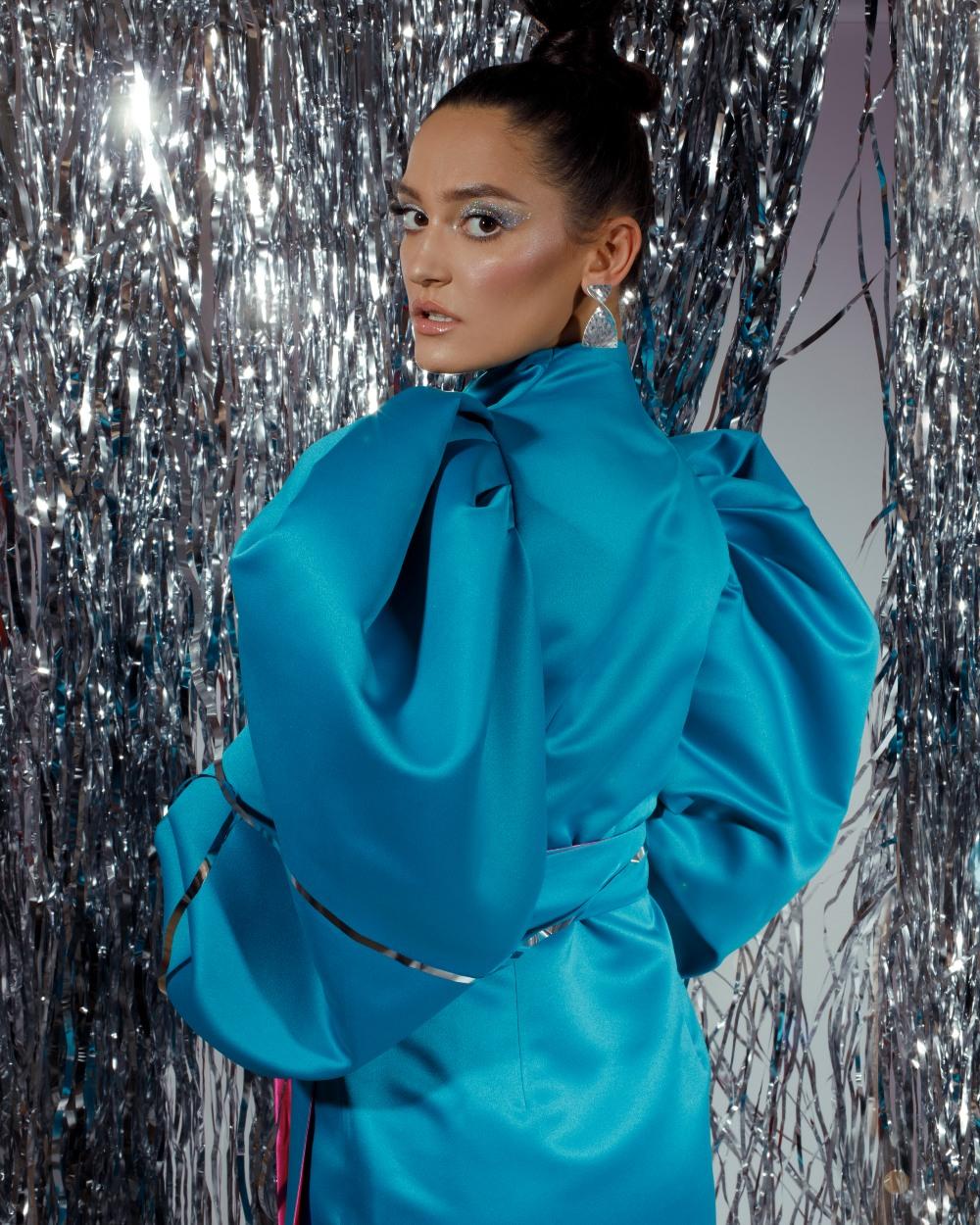 plava Party season is on: Najzabavnije haljine u kojima je dobar provod zagarantovan!