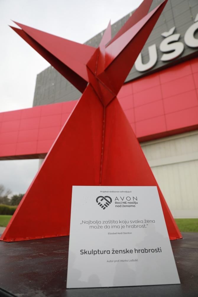 skulptura ženske hrabrosti Beograd dobio prvu skulpturu za rodnu ravnopravnost i podršku osnaživanju žena
