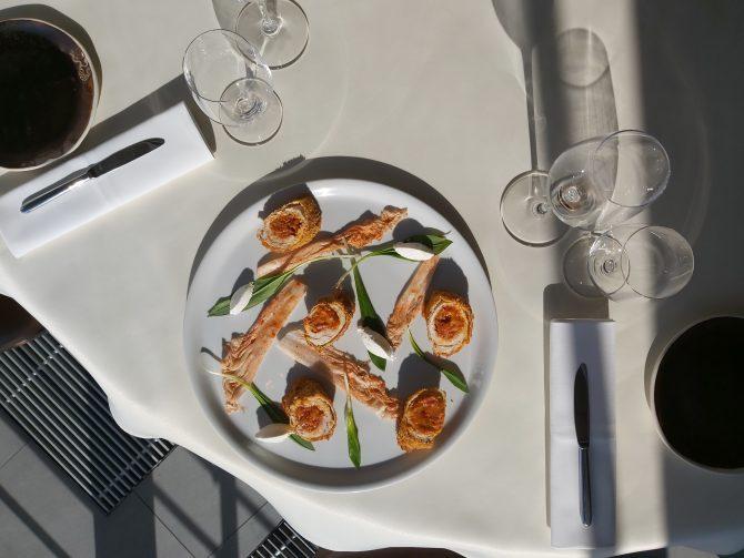 Giomova hrskava ćuretina s ajvarom i sirom 1 e1584627167352 #kuvajkodkuće: Francuski šef osmišljava recepte za period izolacije
