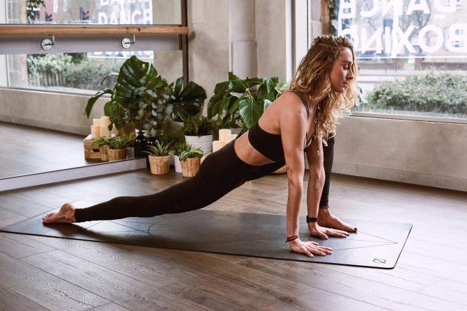 vežbanje e1585923768872 8 jednostavnih načina da se oslobodiš stresa u kućnoj varijanti