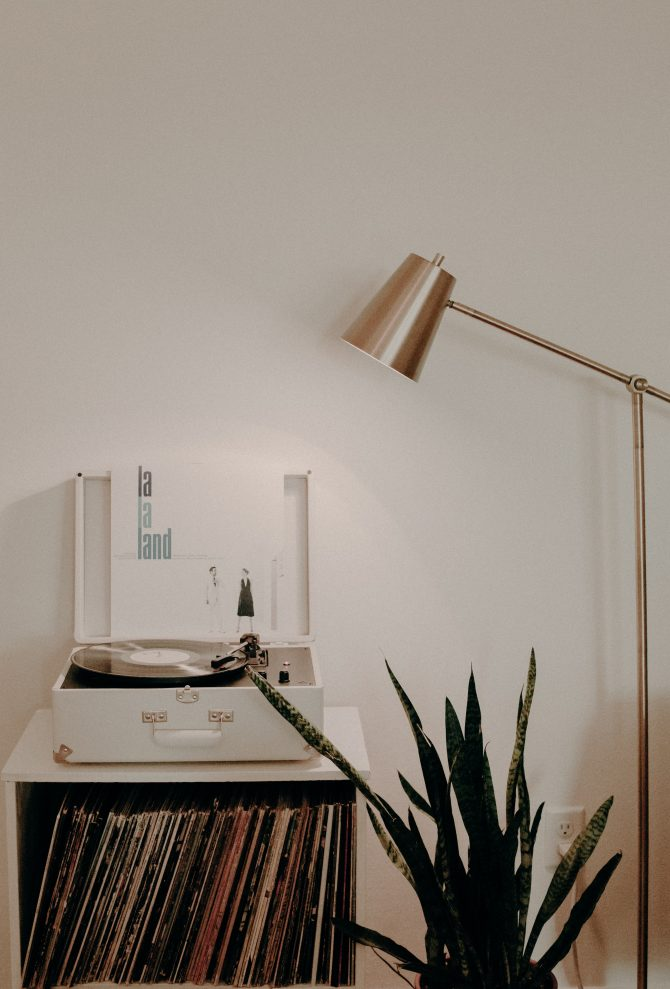 aksesoari 1 e1591968221460 5 lakih i stylish načina da unaprediš izgled svoje dnevne sobe