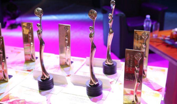 Cvet uspeha statuete e1595406766790 Izbor najboljih preduzetnica u Srbiji   Konkurs za Žene zmajeve otvoren do kraja jula!