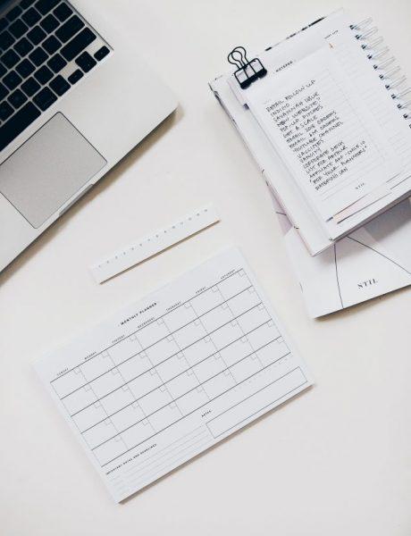 Kako da ostaneš organizovana na poslu (bez obzira na to da li si u kancelariji ili u svojoj dnevnoj sobi)