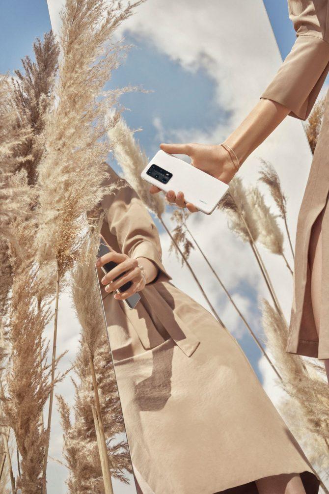 P40 Pro Plus White Lifestyle 2 e1593764045966 3 razloga zašto je novi Huawei P40 Pro+ pravi izbor za tvoj novi mobilni telefon