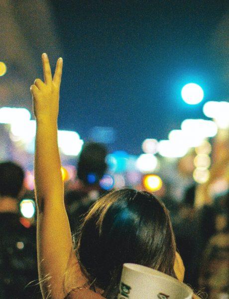 Sedi, ne nasedaj – protestna poruka veka