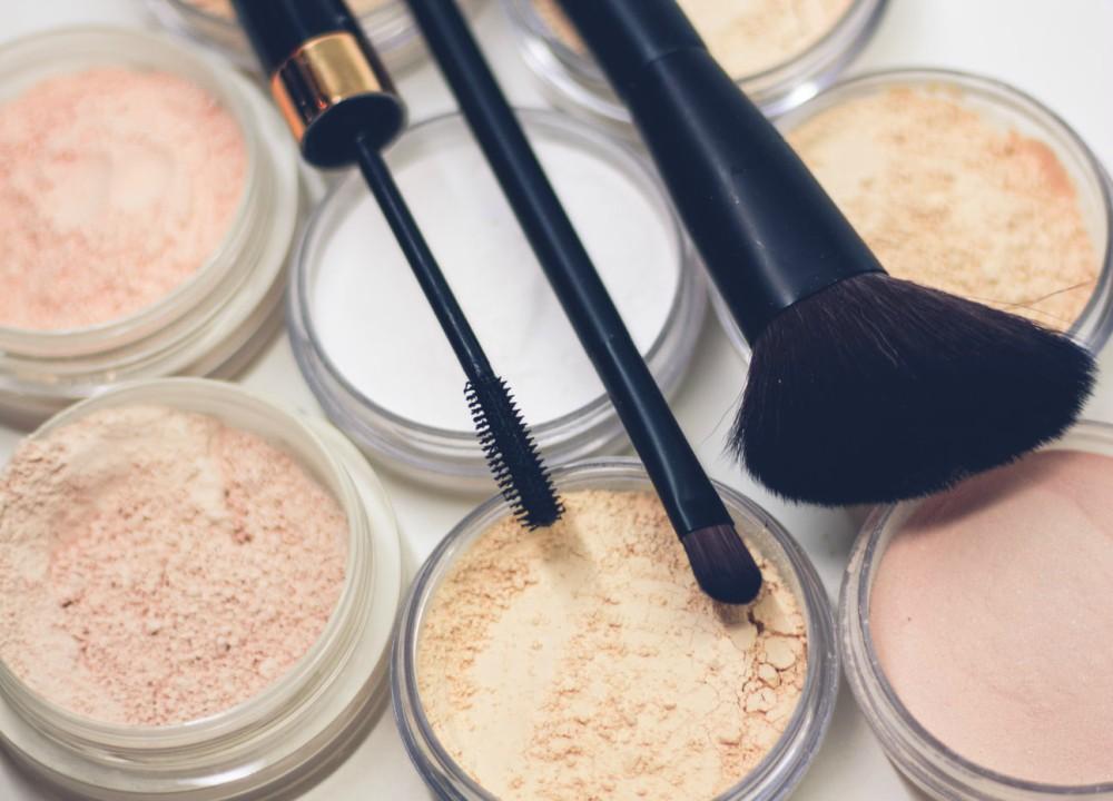 photo 1515688594390 b649af70d282 Kako da prepoznate koji je rok trajanja šminke