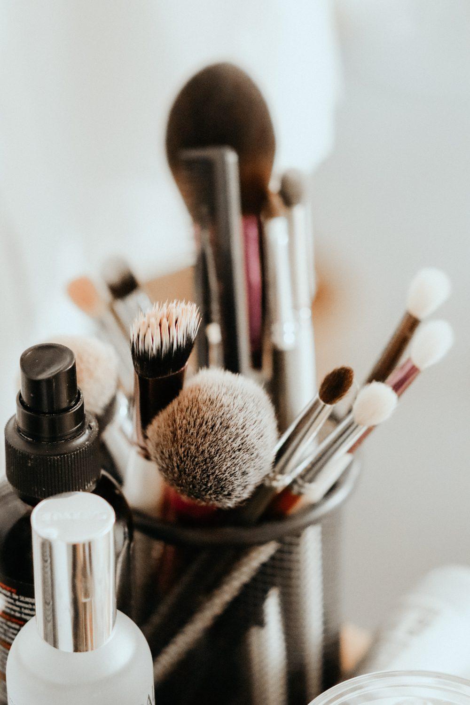 taisiia shestopal 0vUv61WZ2hI unsplash e1600074255806 Kako da najefikasnije očistite svoj makeup pribor