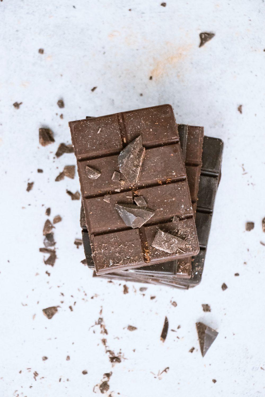 tetiana bykovets YemxYB75xvI unsplash 1 e1599728187476 Da li čokolada stvarno uzrokuje akne?