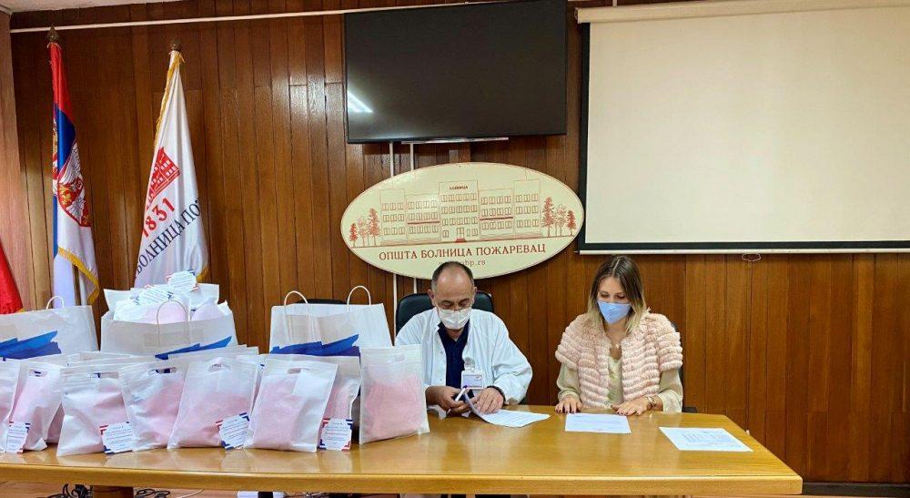 Uručivanje donacije Opštoj bolnici Požarevac 1 e1603810784525 Forever Friends fondacija uručila donaciju porodilištu u Požarevcu