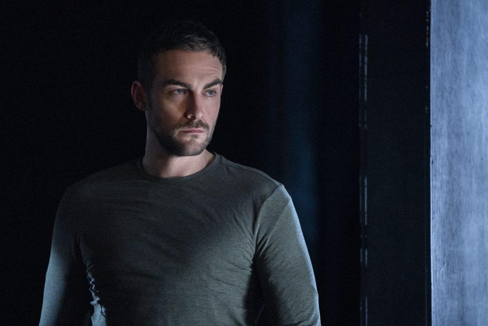 HEL 110 KY 0517R f e1606391224763 Popularni britanski glumac Tom Austin u ulozi demona u seriji Helstrom