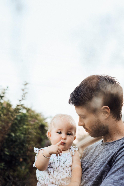 katie emslie jVXWtTYQHW8 unsplash scaled e1615019054750 Zabavni načini da se tata poveže sa bebom