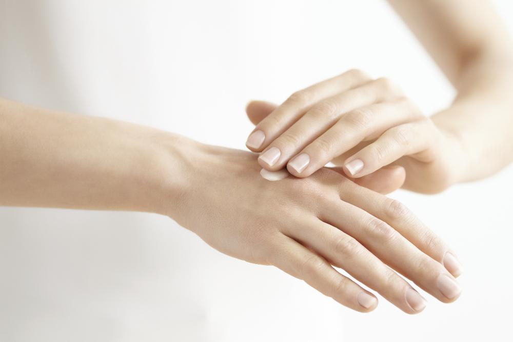 nova 3 Eucerin®Hyaluron Filler+Elasticity kreme za ruke   ne samo negovane, već i podmlađene ruke